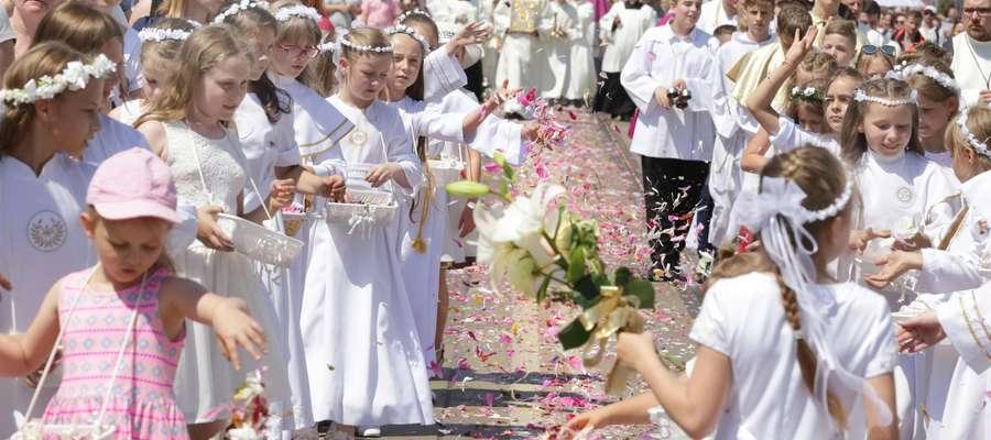 Boże Ciało procesja  Olsztyn-procesja Bożego Ciała przeszła ulicami Olsztyna