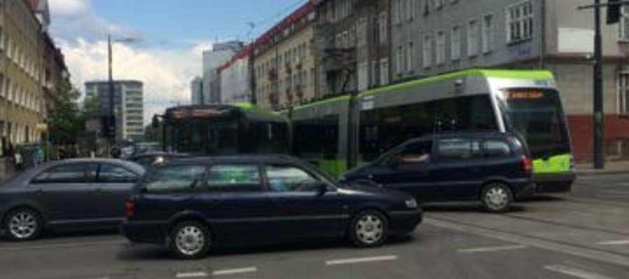 Autobus zderzył się z tramwajem w Olsztynie