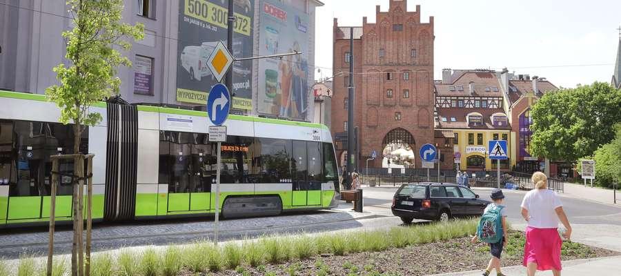 Tramwaj Wysoka Brama  Olsztyn-przystanek tramwajowy koło Wysokiej Bramy-widok