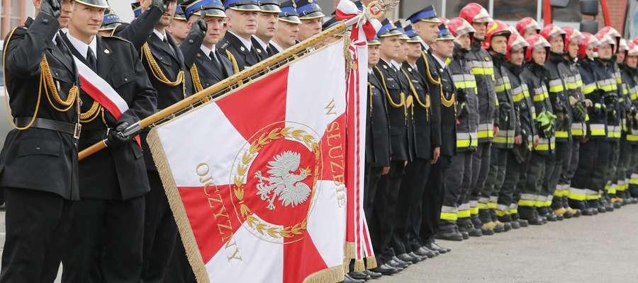 Olsztyn - Uroczysty Apel z okazji Dnia Strażaka w Olsztynie, wręczenie nagród i medali