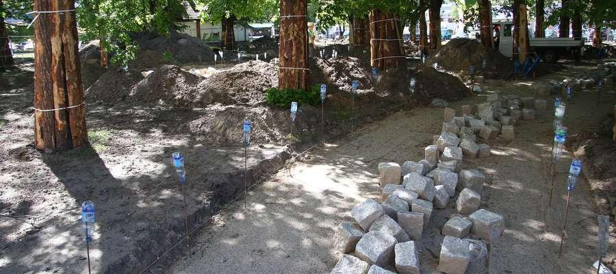 Budowa skweru przy Pl. Pułaskiego  Olsztyn- Nz. rewitalizacja skweru przy pl. Pułaskiego. Zakończenie inwestycji planowane jest na koniec czerwca 2018 r.