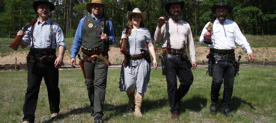 Strzelcy westernowi W.A.S Banditos  Kaczory k/ Ostródy. Strzelcy westernowi z grupy W.A.S Banditos. Mistrzowie europy w tzw. Western Action Shooting  strzelectwo westernowe)