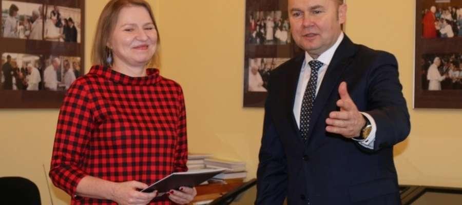Barbara Zaborowska została powołana przez burmistrza Sławomira Kowalewskiego na stanowisko dyrektora Muzeum Ziemi Zakrzeńskiej w Mławie 1 stycznia 2018 r.