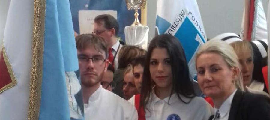 Szkołę Policealną w Giżycku reprezentował poczet sztandarowy wraz z dyrektor Joanną Krystyną Rutkowską