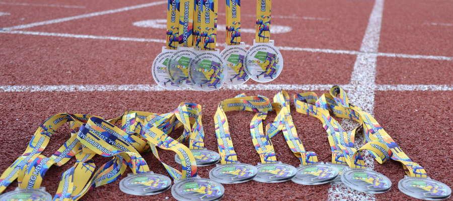 Nowe medale czekają na uczestników memoriałowej dychy podczas 28. Ostródzkich Biegów Ulicznych
