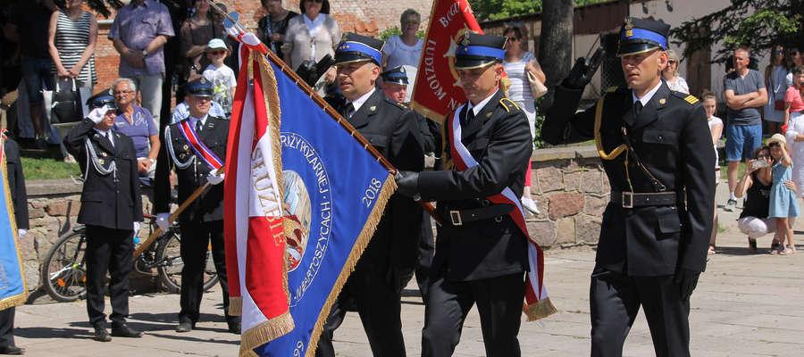 Strażacy KP PSP w Bartoszycach od dziś mają sztandar.