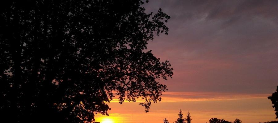Zachód słońca widziany z balkonu przy ul. Piłsudskiego w Bartoszycach.
