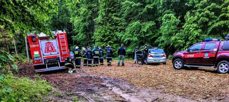 Zaginionego mężczyzn poszukują policjanci i strażacy ochotnicy