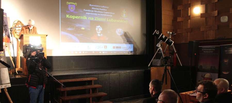 """W lubawskim kinie """"Pokój"""" odbyło się już kilka konferencji o Mikołaju Koperniku"""