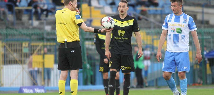Marcin Stromecki (pierwszy z prawej) podczas zwycięskiego spotkania z GKS Katowice