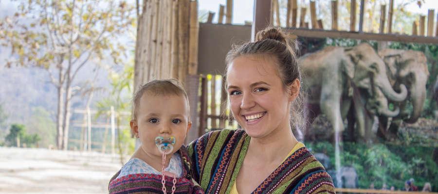 Karolina z Milą podczas podróży po Azji
