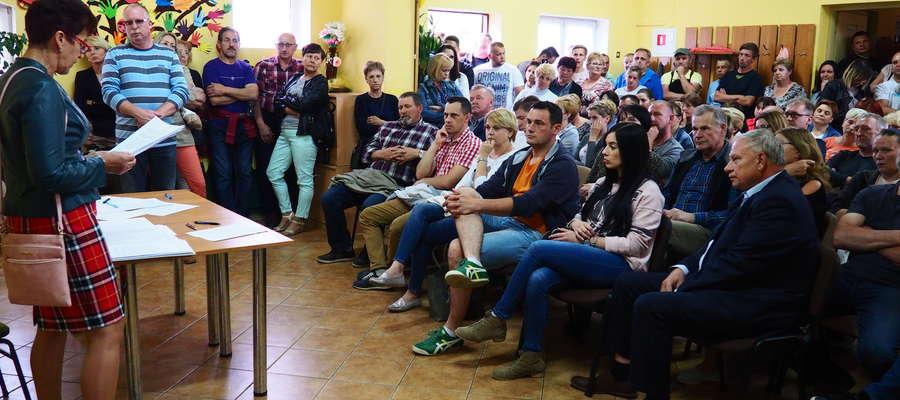 Na spotkaniu było obecnych ponad 150 mieszkańców wsi Burkat i okolic