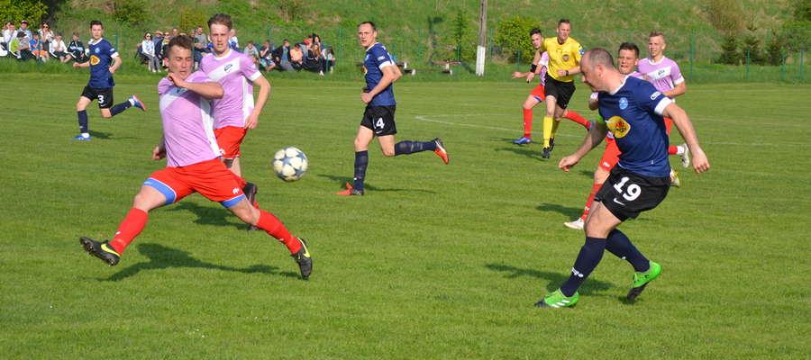 W sobotę w Miłomłynie piłkarze Tęczy zmierzą się z Błękitnymi Pasym