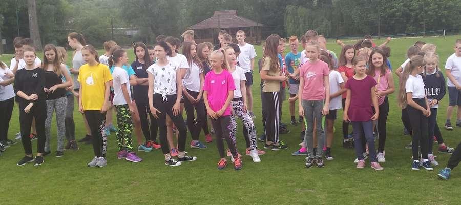 Uczniowie gotowi do biegu