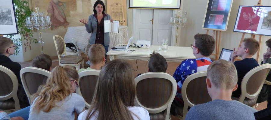 """Gościliśmy w Oranżerii Kultury Annę Skowrońską autorkę książek oraz współwłaścicielkę wydawnictwa  dla dzieci i młodzieży """"Muchomor""""."""