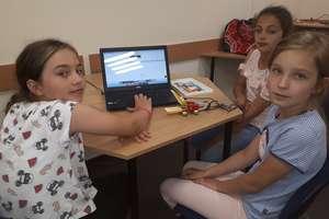 """Uczniowie z Reszla kodują w programie """" Zaprogramuj przyszłość"""""""