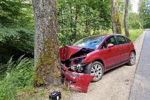 Tragiczny finał wypadku w okolicy Ornety. Nie żyje pasażerka citroena