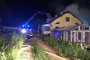Pożar pod Olsztynem. Mieszkaniec budynku trafił do szpitala