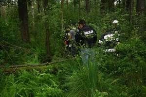 W lesie znaleziono częściowo rozebrane ciało kobiety