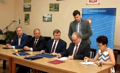 Wójt Wieliczek podpisał umowę z wojewodą