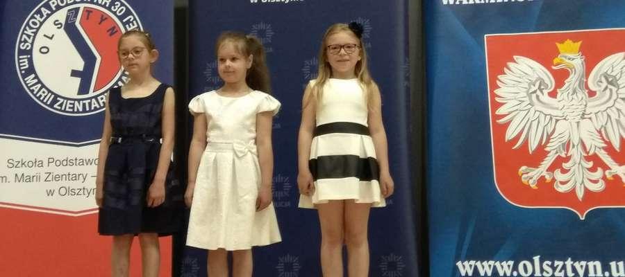 Maja Wasilewska (pierwsza z prawej) nagrodę odebrała w Olsztynie