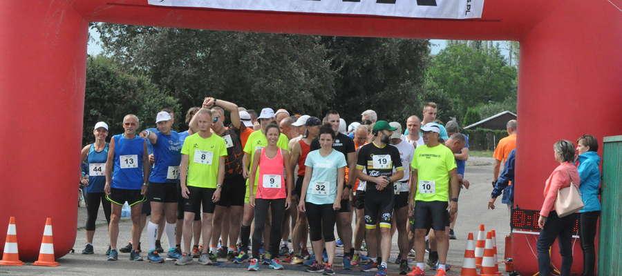 Na linii startu stanęło 43 biegaczy, którzy pokonali 10-kilometrową trasę
