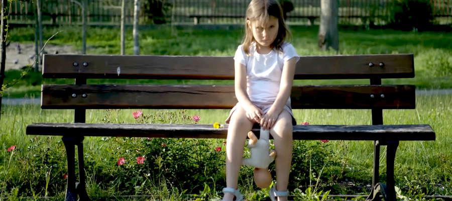 Każdego dnia w Polsce policjanci interweniują w sytuacjach, w których życie i zdrowie dzieci jest zagrożone przez niewłaściwą opiekę osób dorosłych.