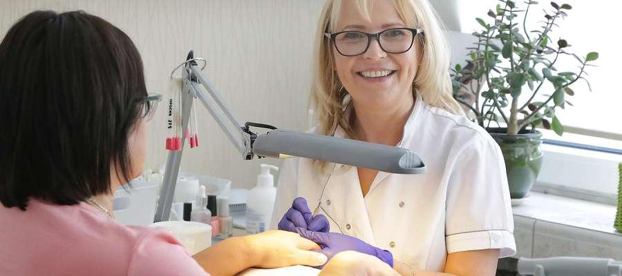 Wioletta Tymińska: Kobiety kochają paznokcie hybrydowe, ale coraz częściej decydują się na zwykłe lakiery.