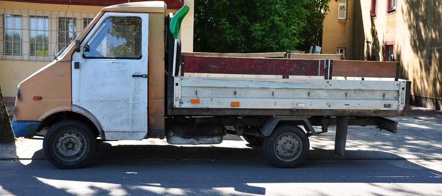 Kierowca FS Lublin wykonując manewr skrętu w prawo potrącił pieszego