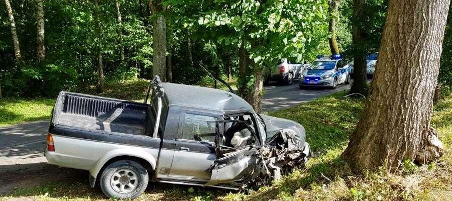 Pasażer pojazdu z urazem kręgosłupa trafił do szpitala.