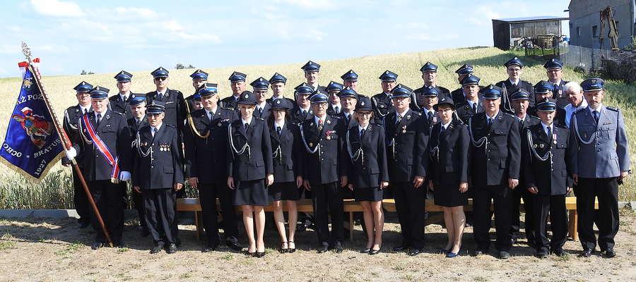 Jednostka z Bratuszewa i ich goście w dniu wręczenia sztandaru