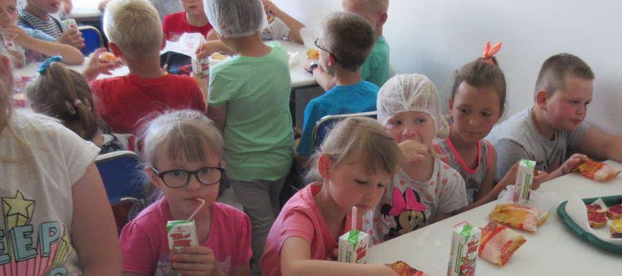 Dzieci ze smakiem zajadały kanapki