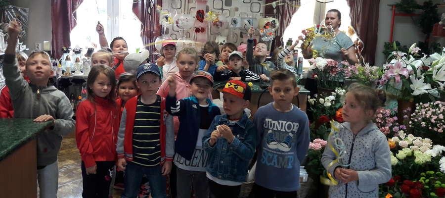 Przedszkolaki z wizytą w kwiaciarni