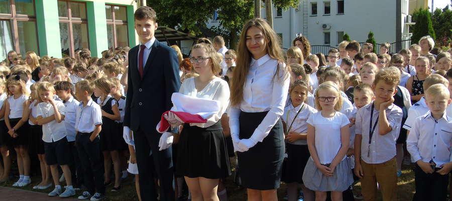 Uczniowie podczas Święta Szkoły w Kurzętniku