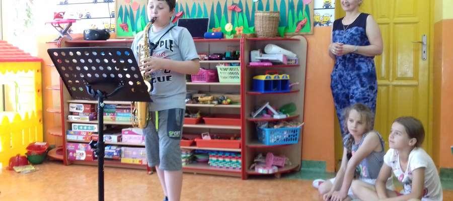 W czasie lekcji muzyki dla przedszkolaków