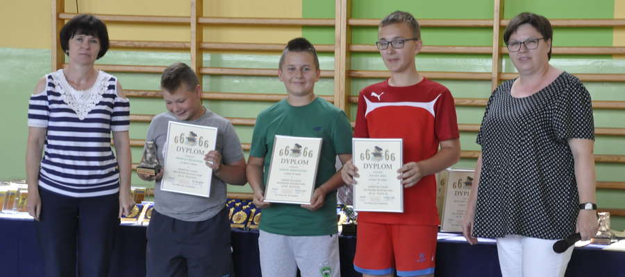 Uczniowie SP 2 otrzymali dyplomy i nagrody