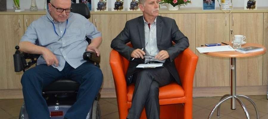 Mirosław Litka (z lewej) podczas promocji swojej drugiej książki