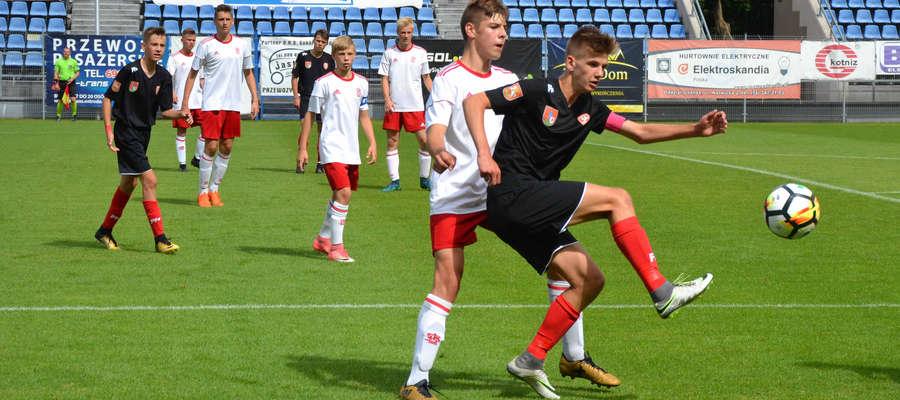 Trzy gole i dwie asysty Kacpra Sezonienko, przybliżyły AP Ostróda do ligi centralnej