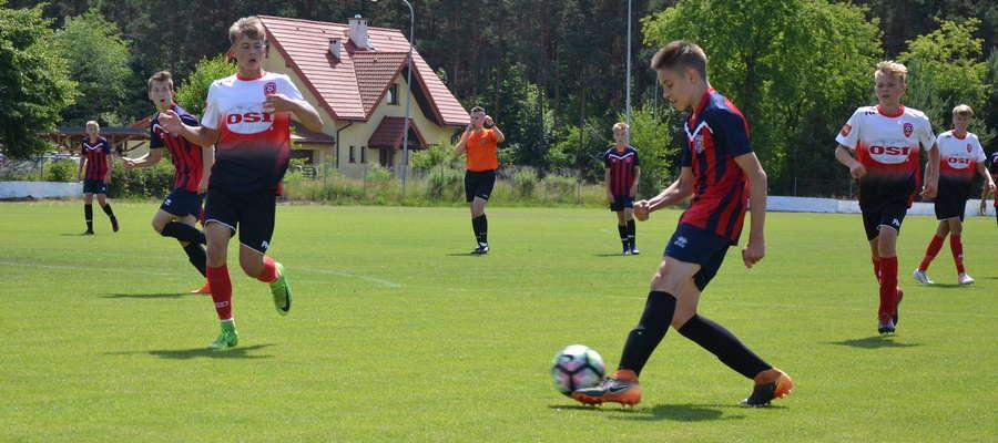 Trampkarze AP Ostróda rozgromili rówieśników z Rony Ełk