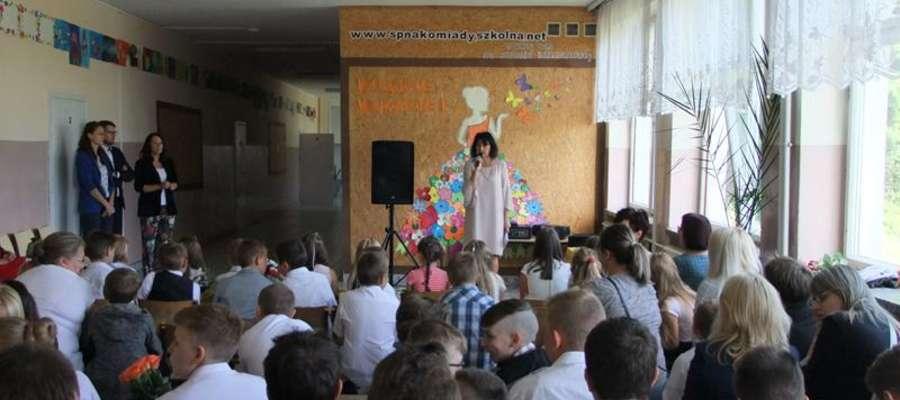 Uczniowie z Nakomiad uroczyście zakończyli rok szkolny.