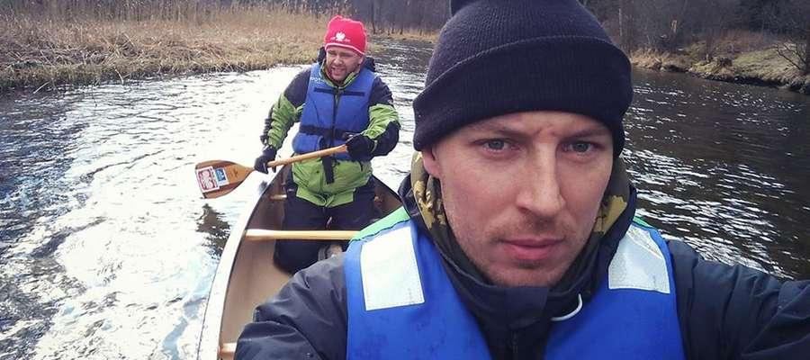 Marcin Gienieczko (z lewej) i Marcin Waszkielis jeszcze na początku kwietnia wspólnie trenowali na rzece Krutyni.