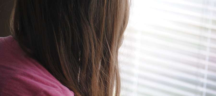 Matka piła przez kilka dni i zostawiła 10-letnią córkę samą w domu