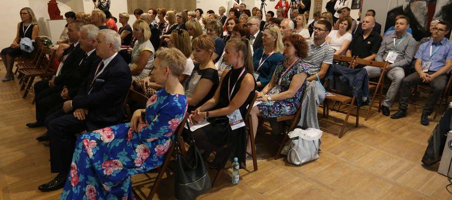 W spotkaniu wzięły udział osoby zajmujące się pomocą społeczną i opieką nad osobami starszymi.