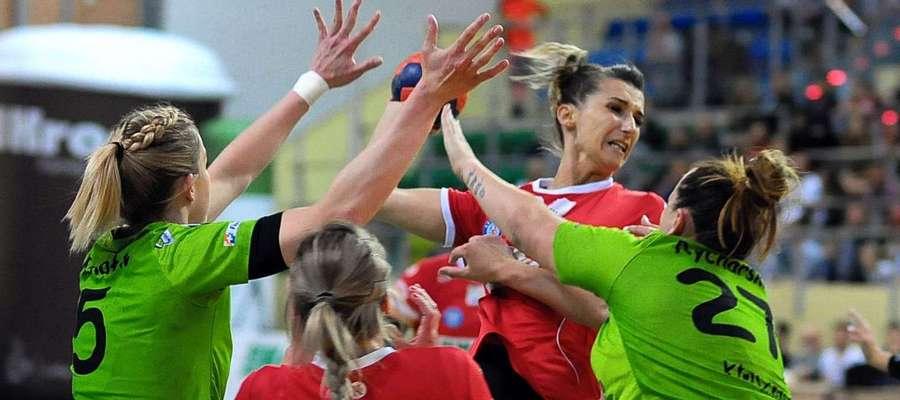 Joanna Waga (z piłką) nie przedłużyła kontraktu z Kram Startem