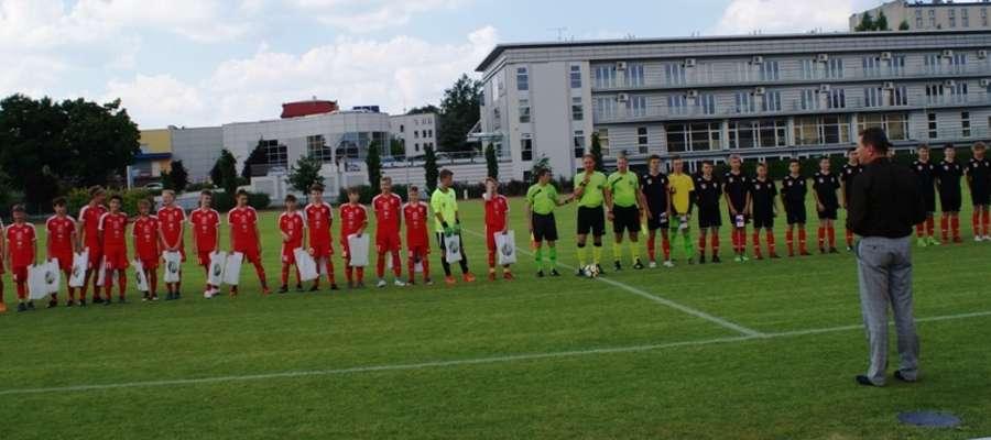 Pierwsze spotkania młodzi Polacy i Czesi rozegrali na stadionie przy ul. Wyszyńskiego