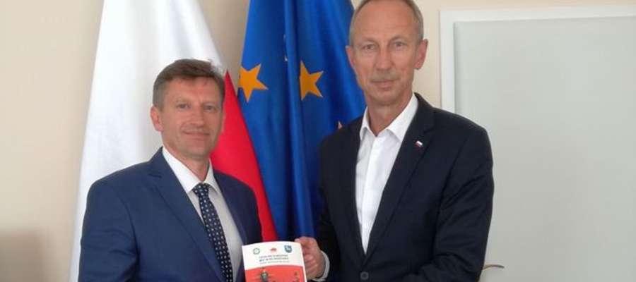 Burmistrz Jacek Wiśniowski i Podsekretarz Stanu Jan Widera