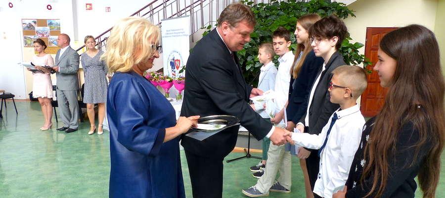 Podczas miejskiego zakończenia roku szkolnego nagrodzono elbląskich uczniów, którzy osiągnęli wysokie wyniki w nauce