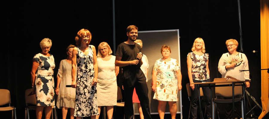Jednym z elementów zakończenia roku akademickiego UT w Bisztynku był występ grupy teatralnej.