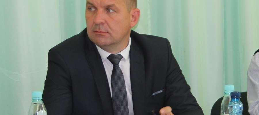 Wójt Jacek Grzybicki szuka pomocy u senatorów.