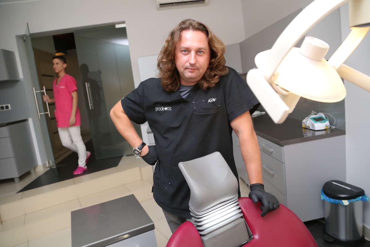 dr Sebastian Pytlowany, stomatolog z Olsztyna